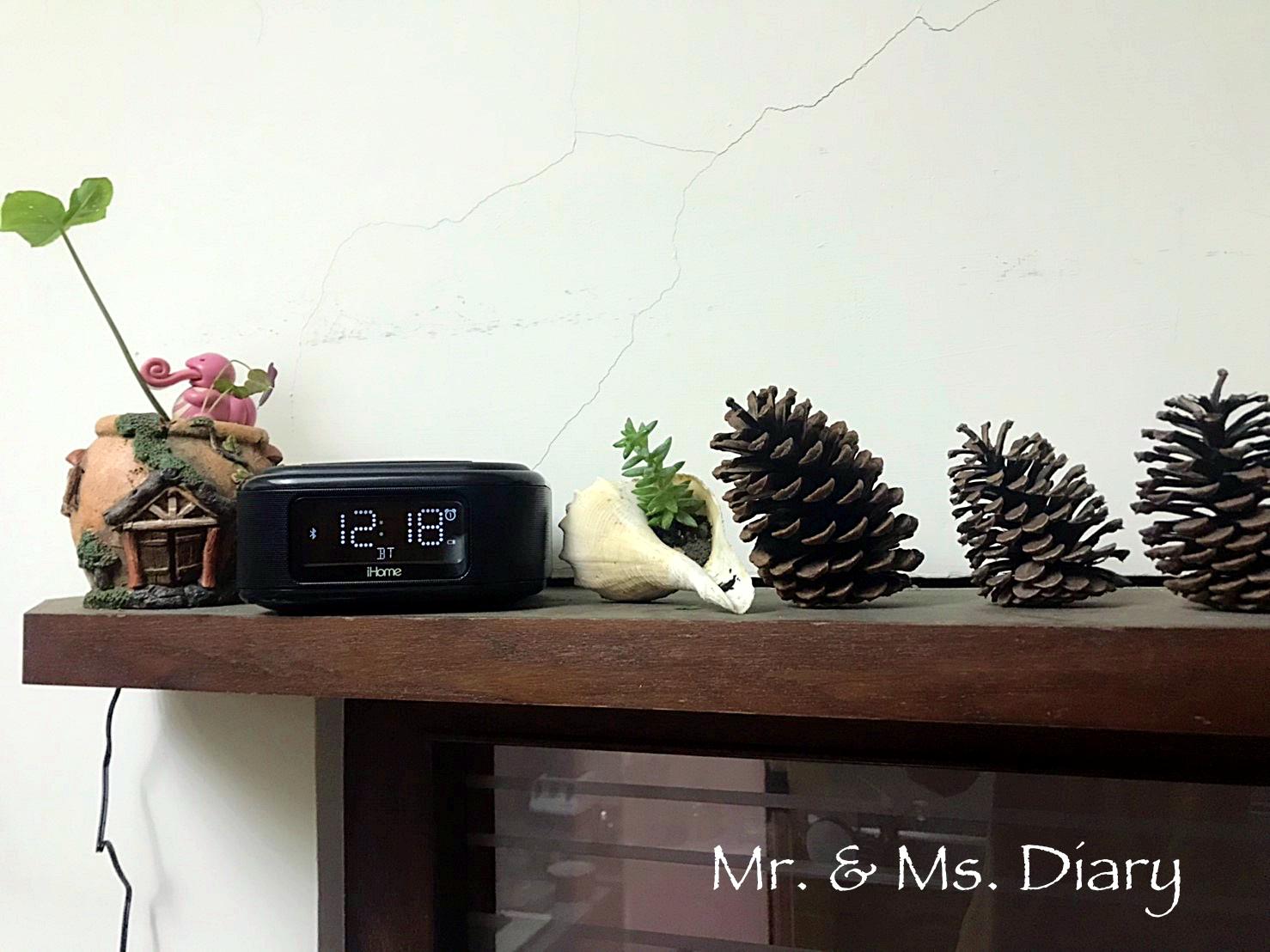 iHome 無線充電藍牙喇叭推薦!居家必備,音質溫暖清晰,雙鬧鐘設計,有效切換生活節奏